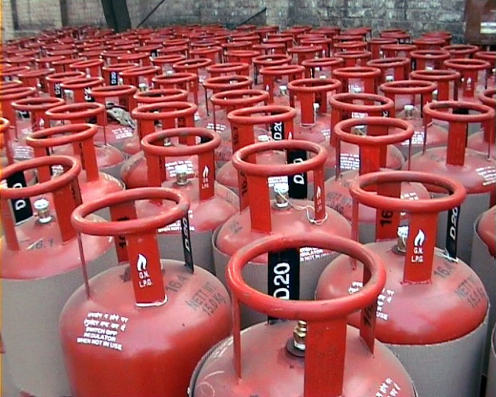 cooking gas cylinder price falls