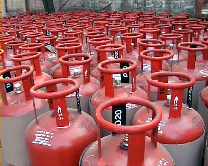 cooking gas cylinder price falls