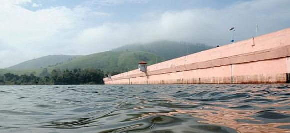 mullaperiyar sub committee to visit dam today