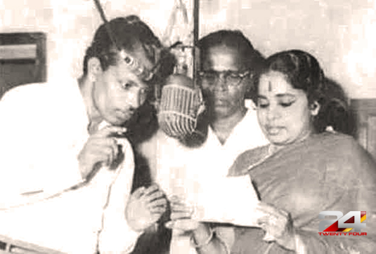 baburaj-abhayadev-and-p-leela-in-an-undated-recording-session