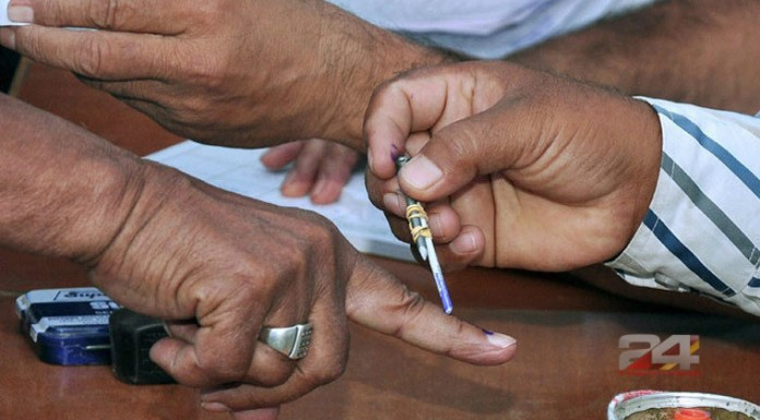 voting-l irregularities in voting machin up polling stopped
