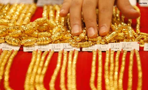 gold gold price drops by 80rs