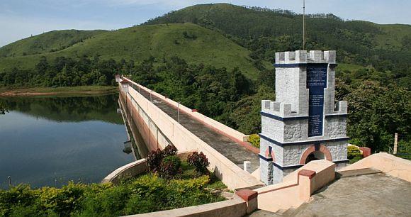 water level decreases in dam