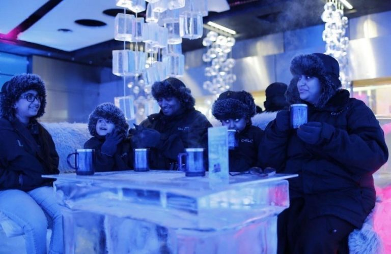 A-boiling-drink-in-an-ice-cold-café-Dubai-768x500