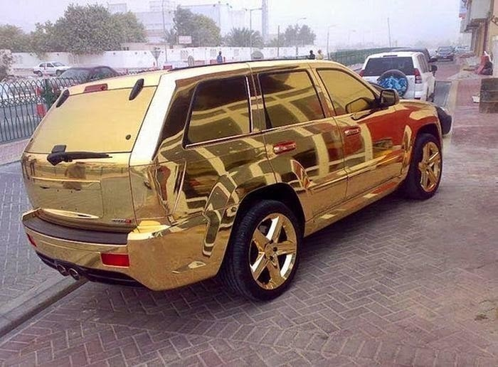 A-golden-car-of-dream-Dubai