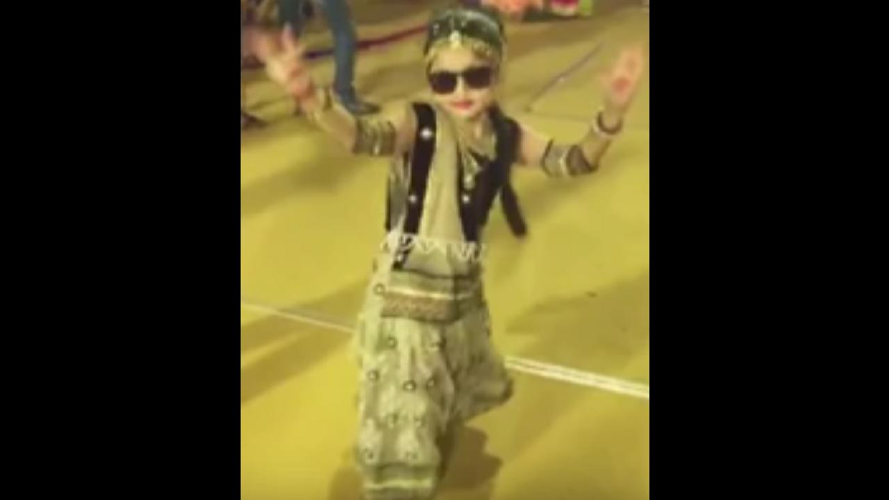 little girl dance-navaratri
