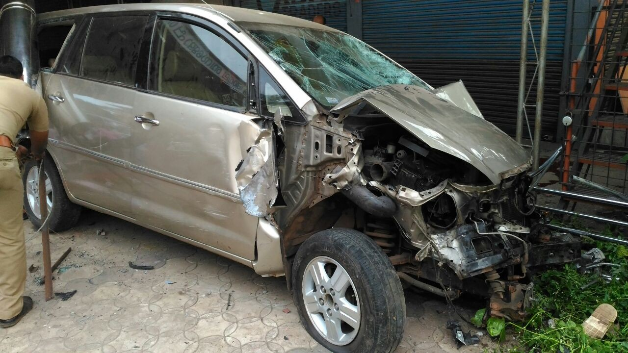 accident-2 bus car accident at kottayam 20 injured
