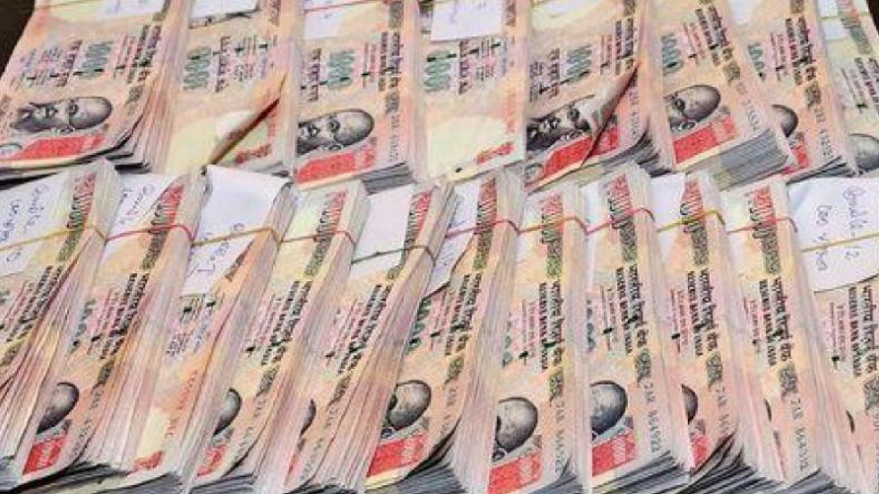 Deposits above Rs 2.5 lakh to face tax 10 crore banned notes seized at kayamkulam