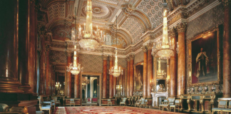 inside scene of Palace of Versailles