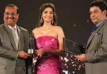 sonam bags global style icon award