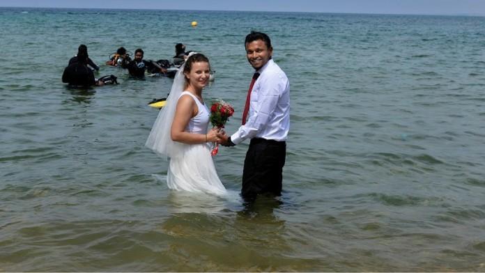 MARRIAGE UNDER WATER