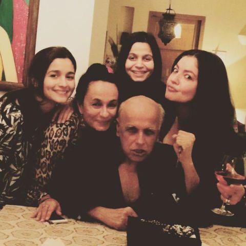 rare-selfie-alia-bhatt-and-sisters-4