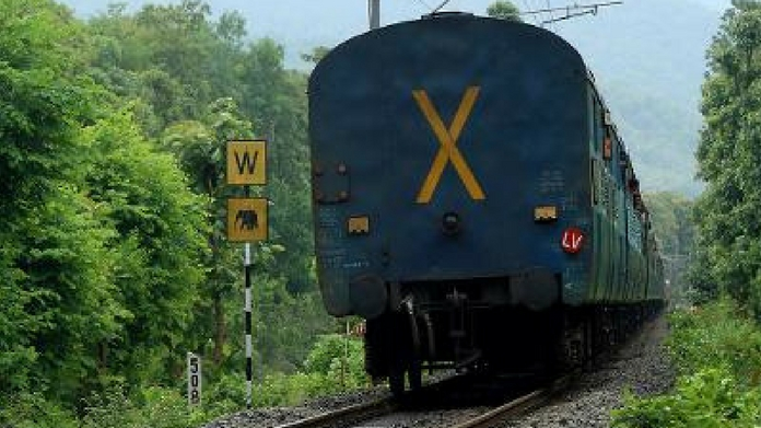 train air services delay train delays due to works at arkonam girl fell from train angamaly yard renovation six trains suspended temporarily new railway terminal in ernakulam palaruvi express train stops todays service