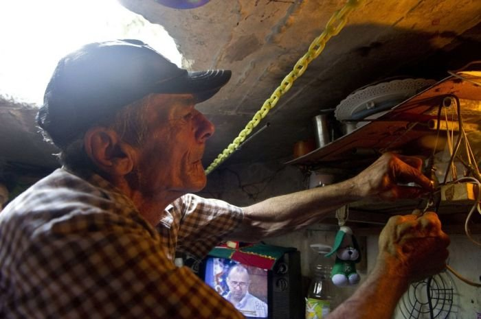 couple living in drainage for 22 years