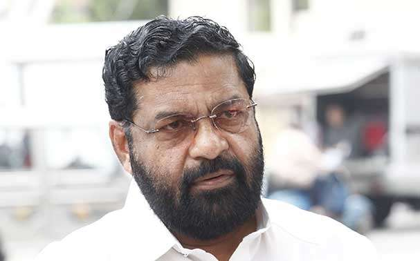 Kadakampally Surendran beverages outlet shut down issue govt to deal the issue legally kadakampally surendran visits vettikad