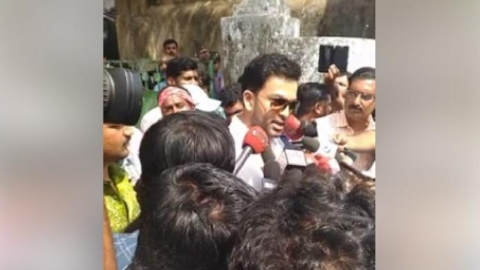 dont surround actress with camera says prithviraj