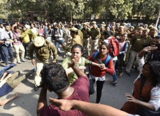 human rights commision send notice to delhi police commissioner