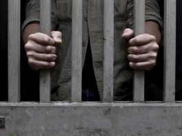 jail man forced for stolen cheque transaction caught by dubai police