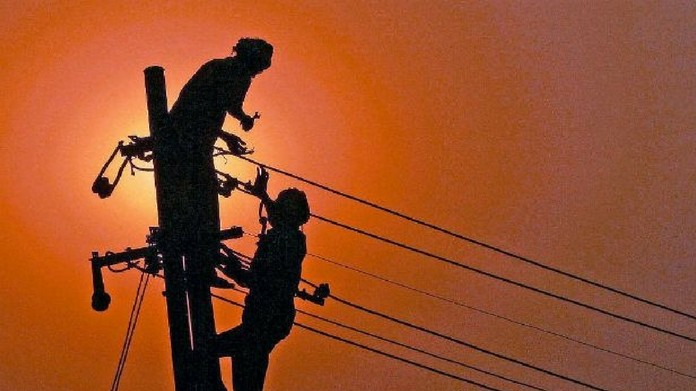 KSEB employee attacked for high electricity bill electric post fell line man died