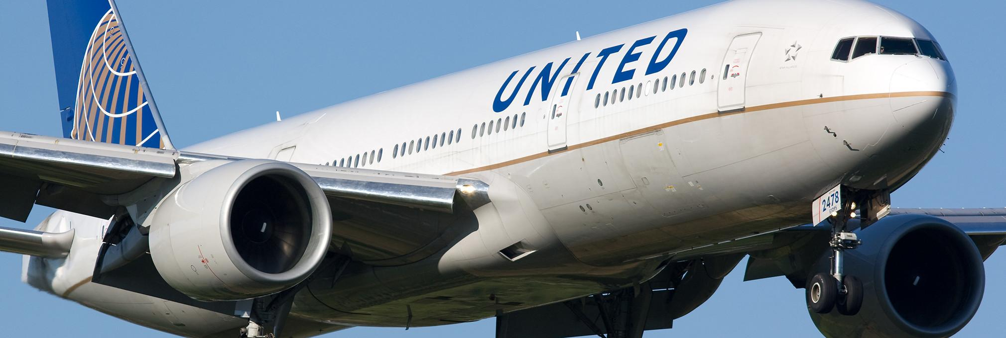 united airlines restricts women came wearing leggings