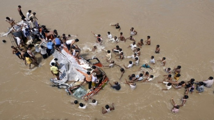 44 persons died when bus fell to river at shimla