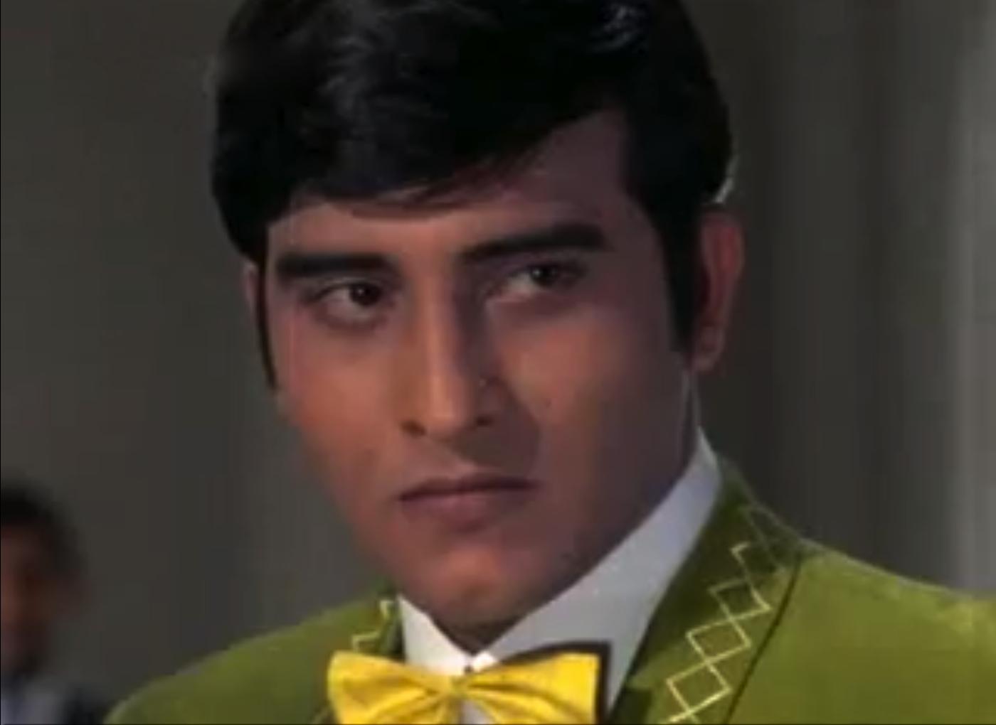 vinod-khanna-aan-milo-sajna-green-suit