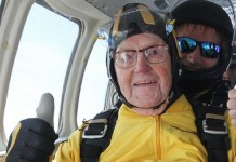 Worlds oldest sky diver