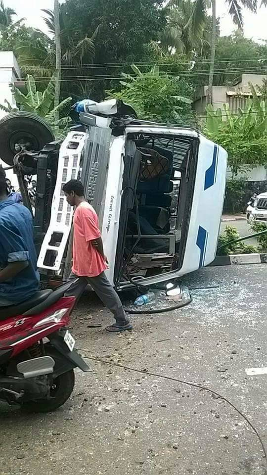 accident-tvm school bus (2)