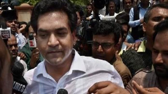 delhi assembly aap mla manhandles kapil misra