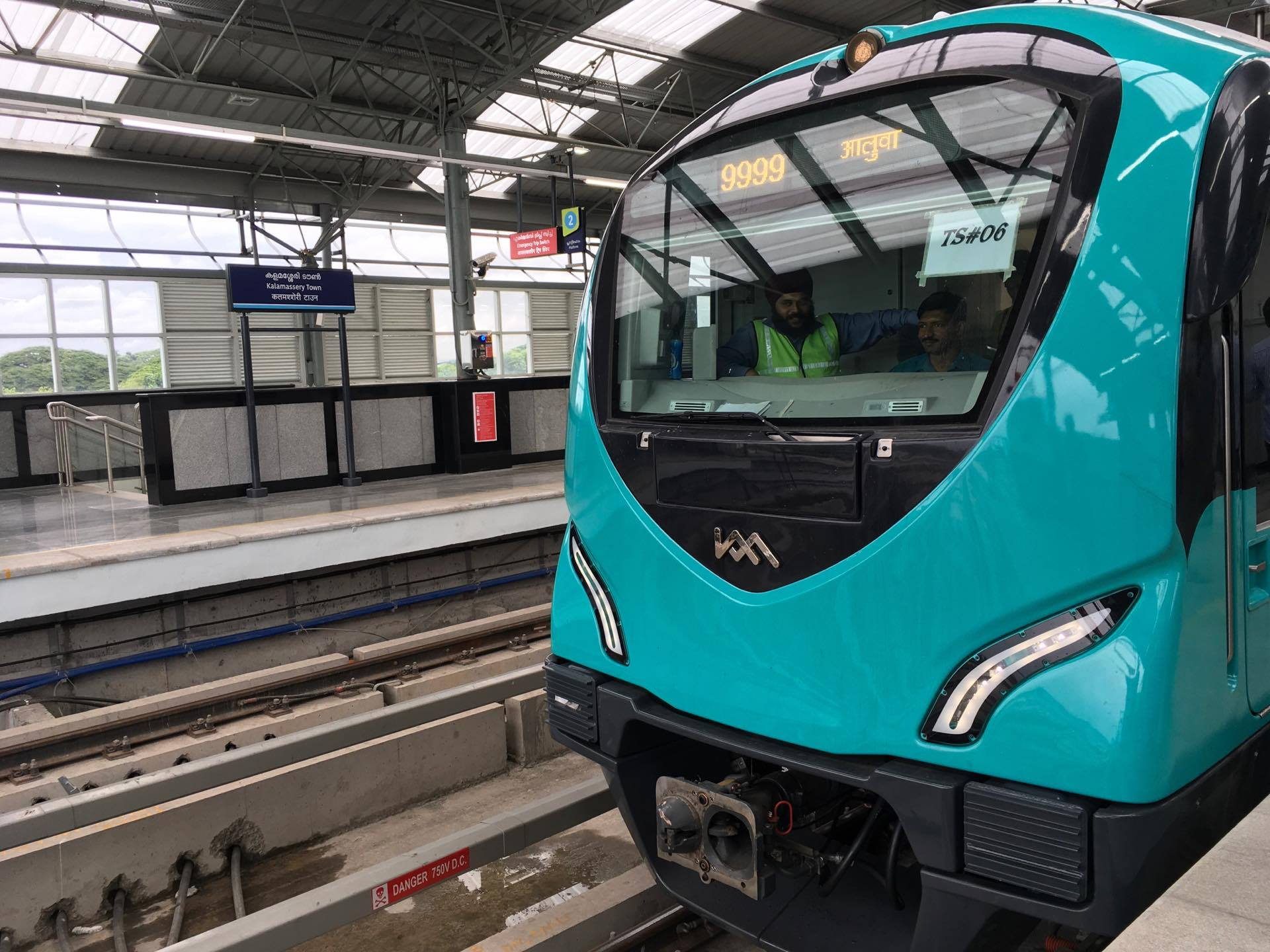 kochi metro kochi metro snehayathra kochi metro income crosses 70 lakhs kochi metro delay tomorrow