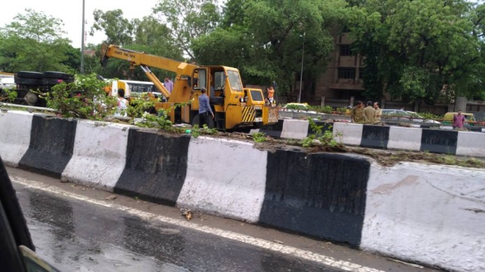 Fuel tanker overturns in Delhi