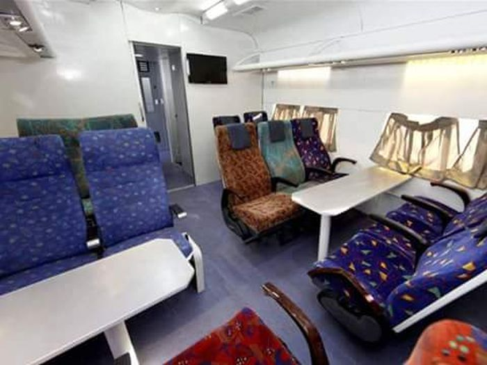 trains to be luxurious coaches like airplanes