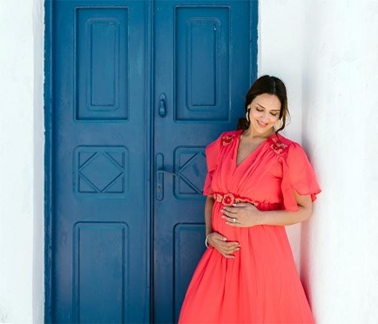 isha deol maternity photoshoot