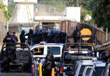 prisoners clash at mexico jail 28 killed