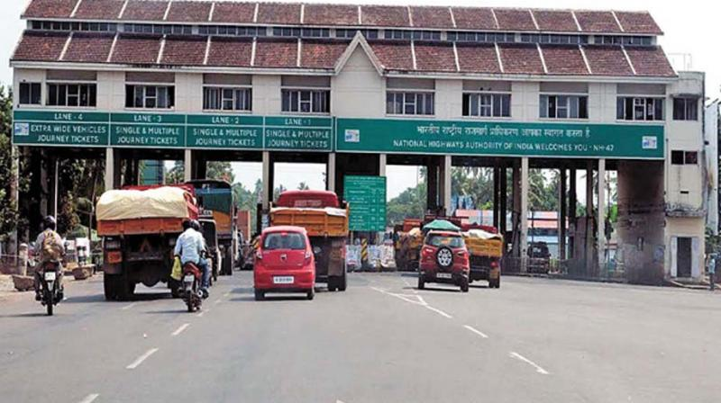 paliyekkara toll plaza 454 crore gained in 5 years should pay toll in toll plaza if its buzy too says national highway authority toll plaza workers should salute military men says national highway authority