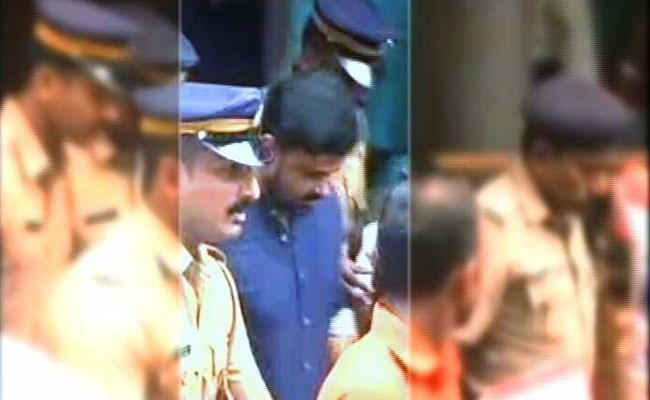 dileep arrest raid dileep aluva house