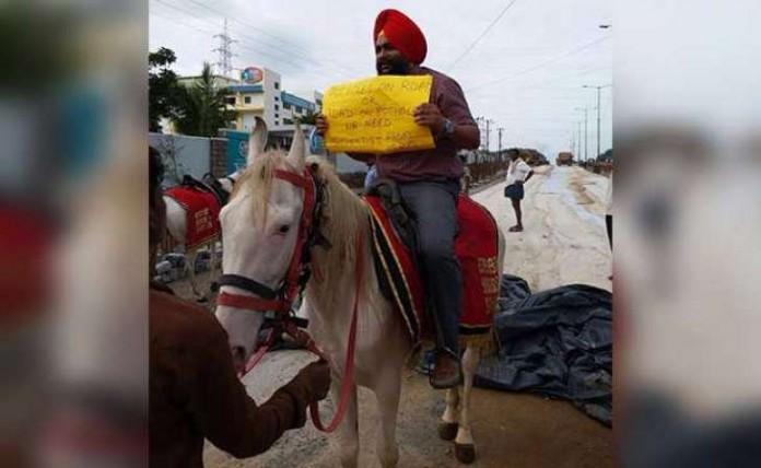tekkeys protest by riding horse