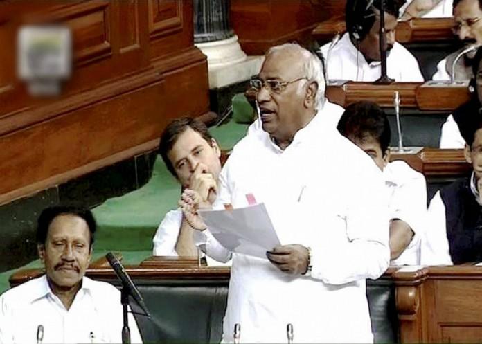 Mallikarjun-Kharge-and-Rahul-Gandhi-in-Lok-Sabha