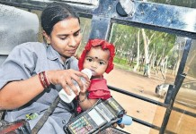 female bus conductor with baby pic goes viral