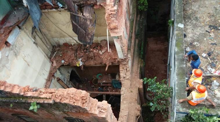 kolkata building collapsed
