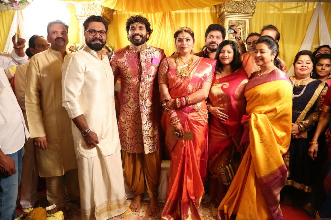 1511494348_sarath-kumar-his-wife-radhika-namithas-marriage
