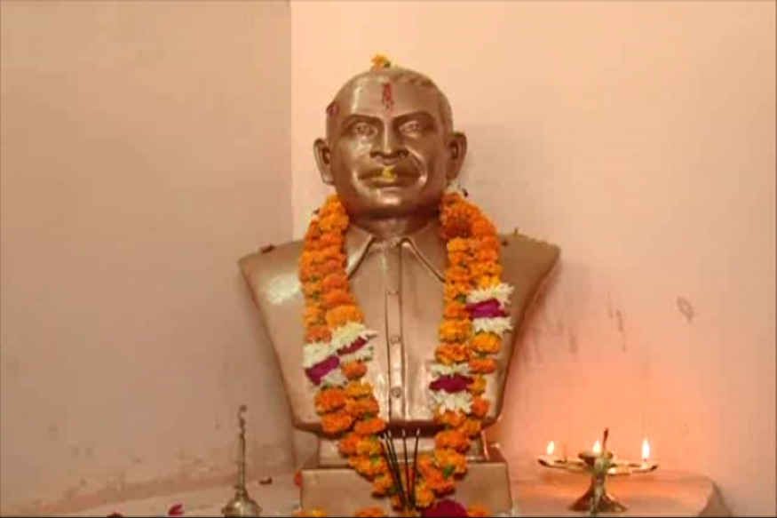 hindu maha sabha worships godse statue