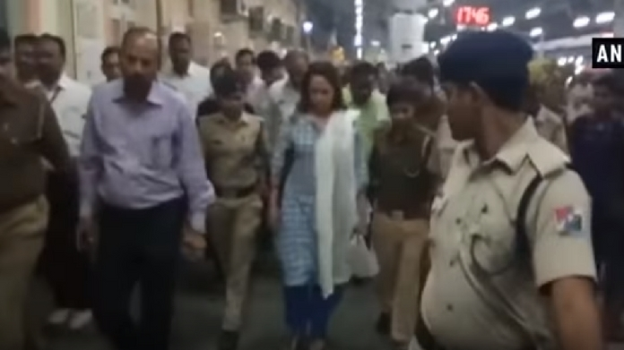 bull tried to hit hema malini at mathura railway station