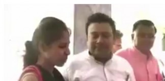 husband sings for wife
