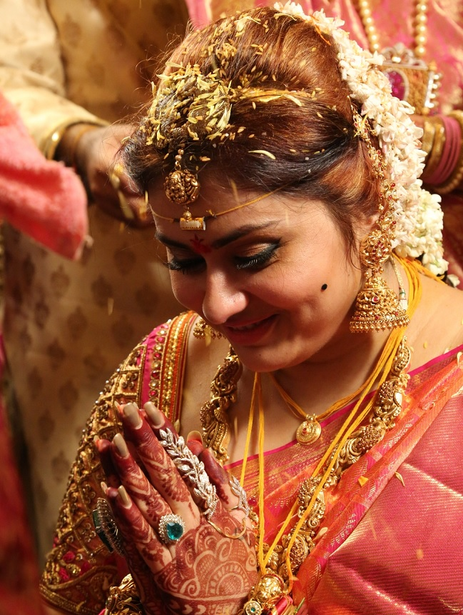 namitha wedding alone