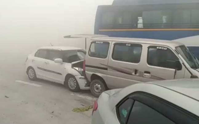 delhi 18 vehicles collided