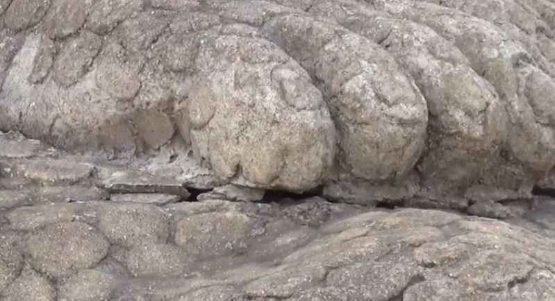 crack in kuravan kurathi statue