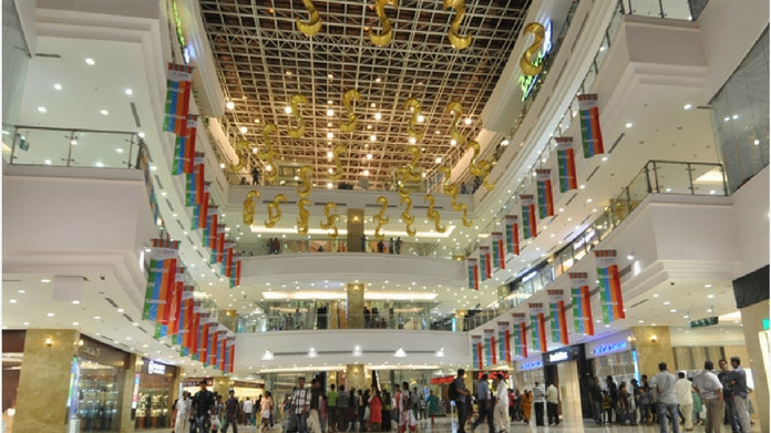 2000 crore lulu mall opens in UP
