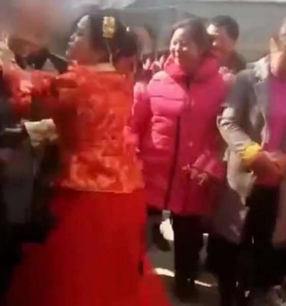 Angry Bride Slaps Guest video