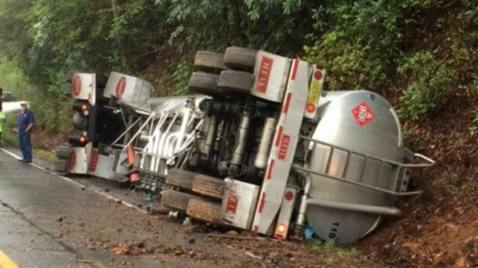 tanker lorry overturned near aripra